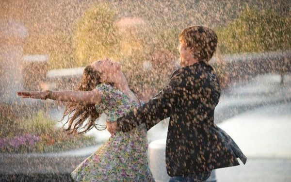 1512566155 love boy and girl in rain cool wallpapers