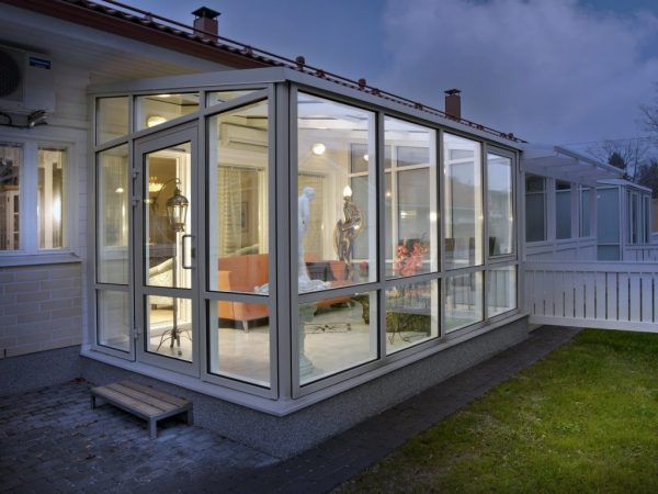 osteklenie verandy i terrasy osobennosti i varianty oformleniya 1