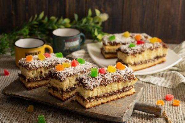 vozdushnoe biskvitnoe pirozhnoe s shokoladnyim kremom 01 640x427