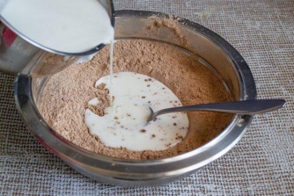 vozdushnoe biskvitnoe pirozhnoe s shokoladnyim kremom 10 640x427