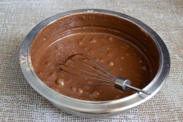 vozdushnoe biskvitnoe pirozhnoe s shokoladnyim kremom 11 640x427