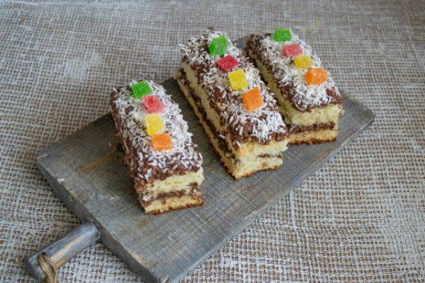 vozdushnoe biskvitnoe pirozhnoe s shokoladnyim kremom 17 640x427