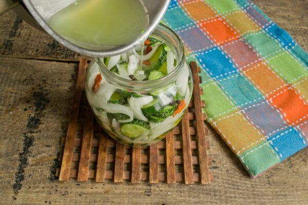 salat iz ogurcov s lukom na zimu 11