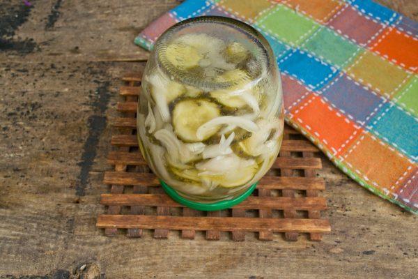 salat iz ogurcov s lukom na zimu 12