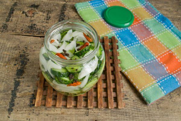 salat iz ogurcov s lukom na zimu 9
