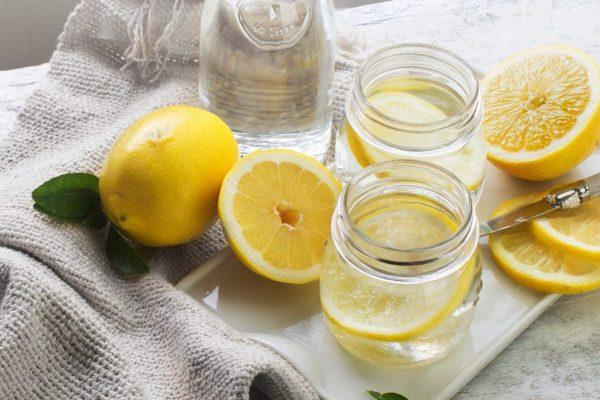 voda s limonom ot pohmelja 1024x683