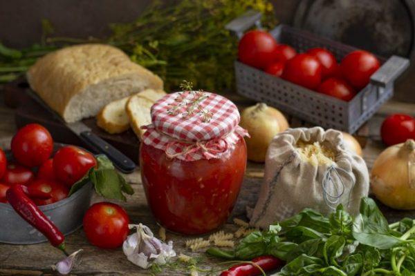 gustoy tomatnyiy sous s lukom i sladkim pertsem 03 640x427