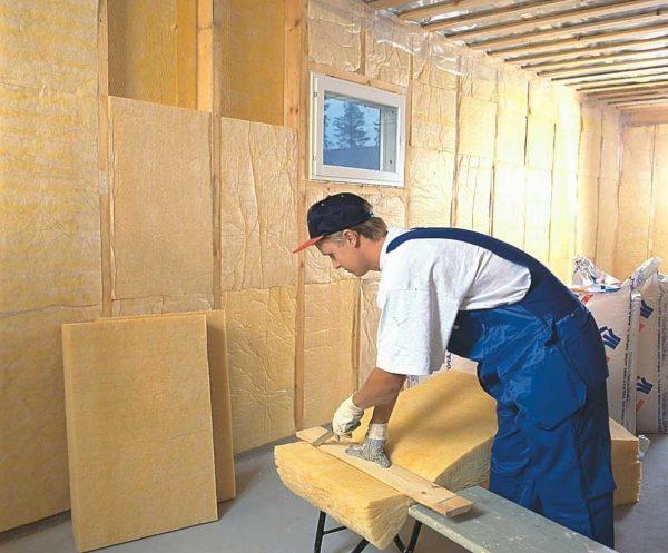 na foto my vidim primer utepleniya sten v dome s p