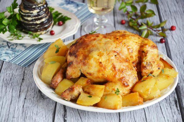 Как приготовить хрустящую курицу в духовке целиком? Вкусный рецепт с фото и видео
