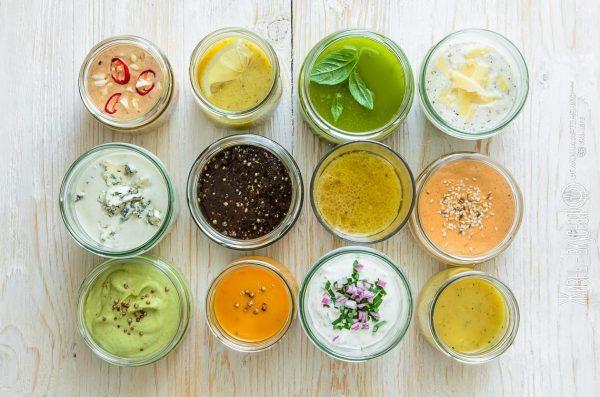 Скажи нет майонезу! 5 легких и эффектных заправок для салатов