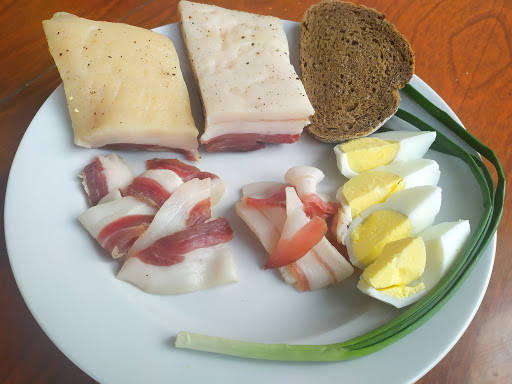 Как из самого обыкновенного сала приготовить вкусную аппетитную закуску? Это вкуснее любой закуски