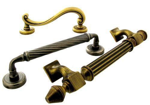 Особенности кованной дверной ручки для входной двери