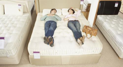Причины важности правильного выбора матраса для двуспальной кровати
