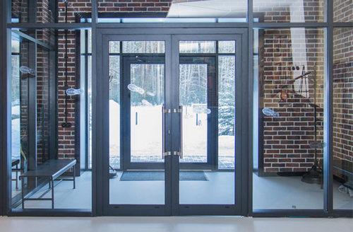 Алюминиевые двери: преимущества